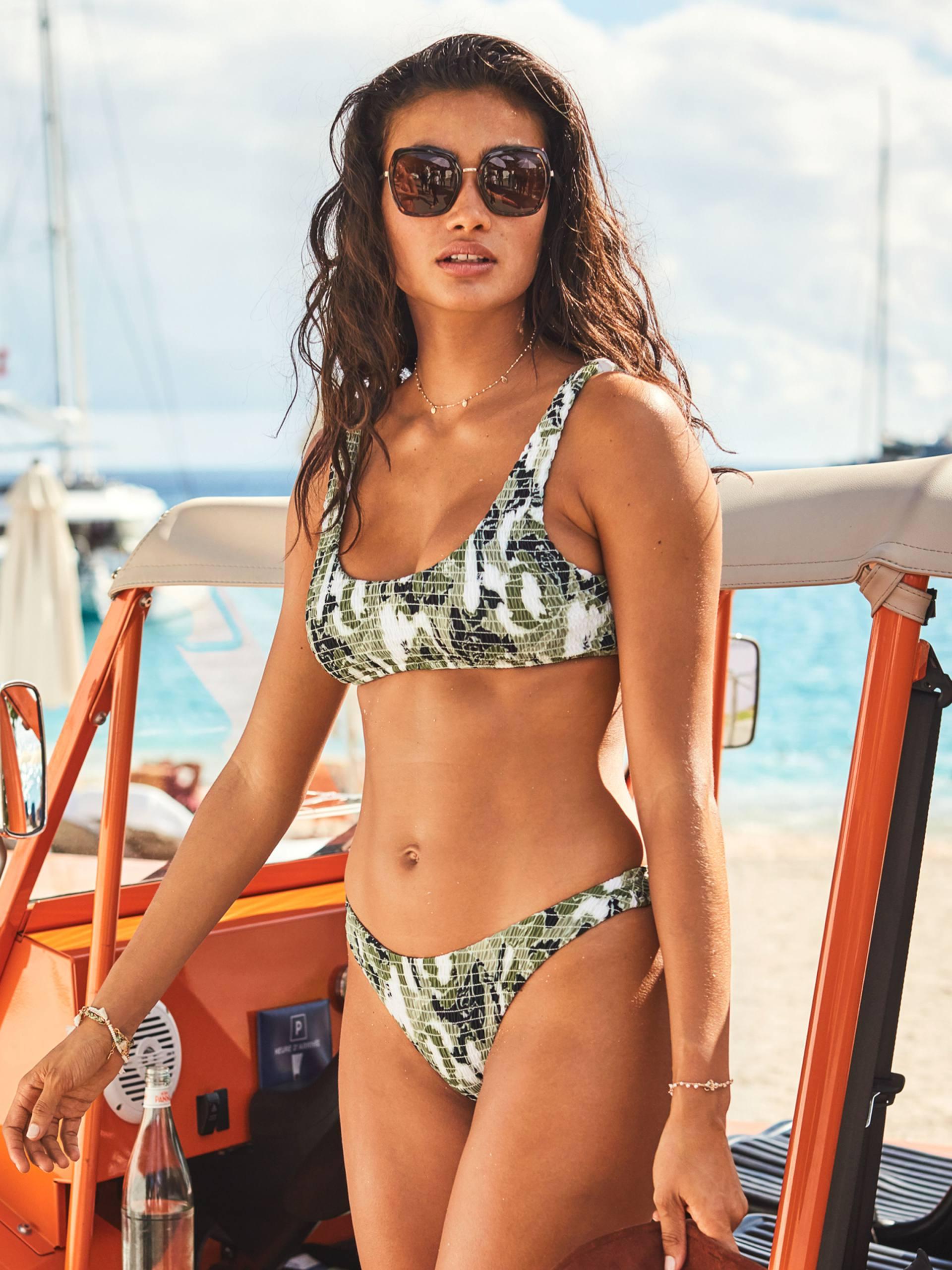 Kelly Gale Sexy Bikini Body