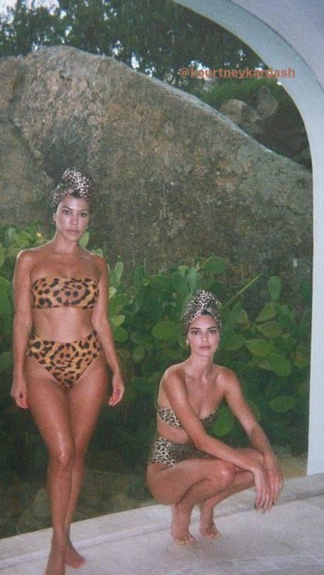 Kendall Jenner And Kourtney Kardashian Hot Bikini