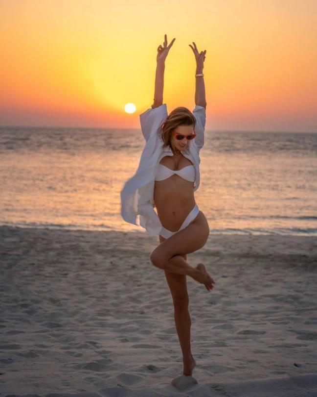 Alessandra Ambrosio Sexy In Bikini