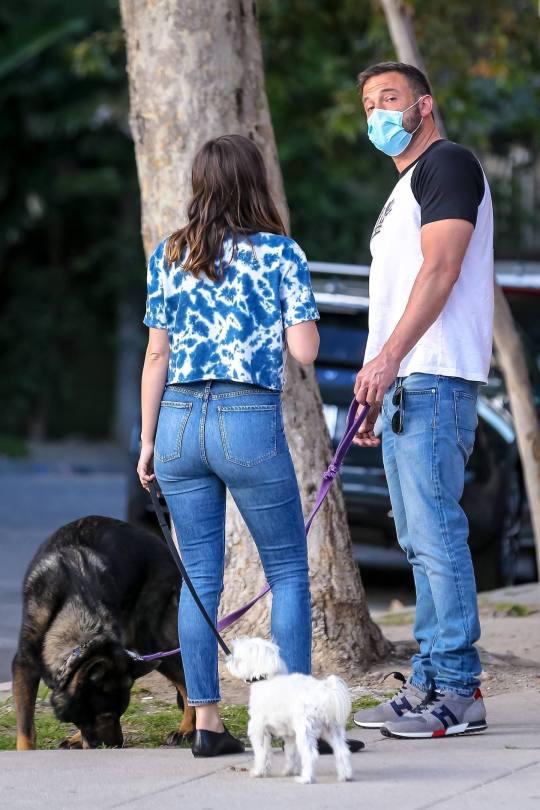 Ana De Armas Hot Ass In Jeans ()