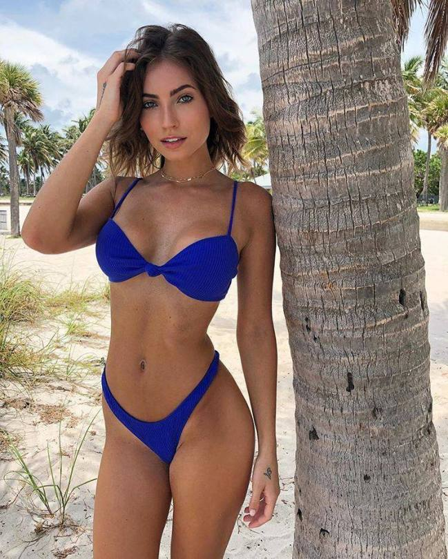 Anna Louise Sexy Body