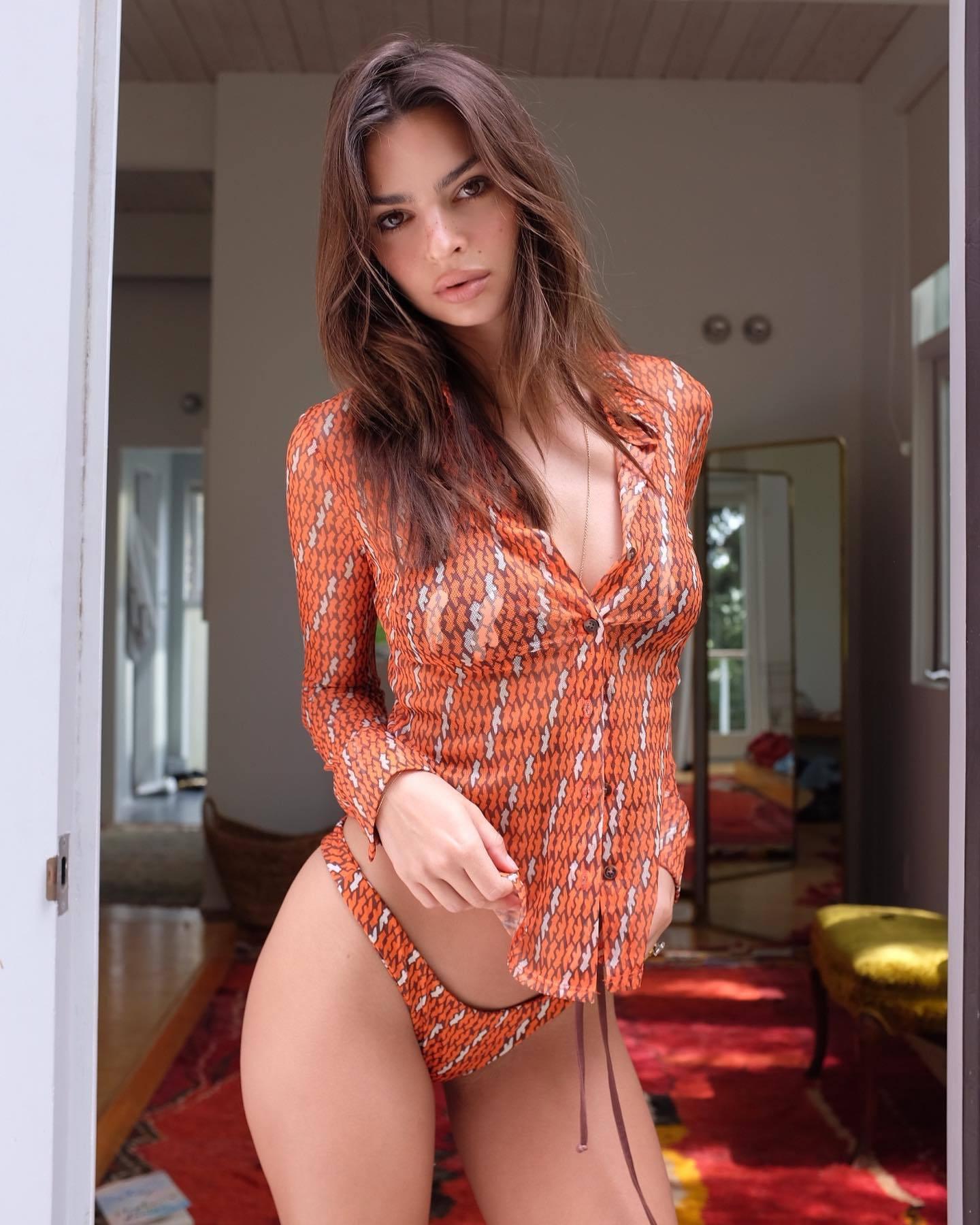 Emily Ratajkowski Perfect Body