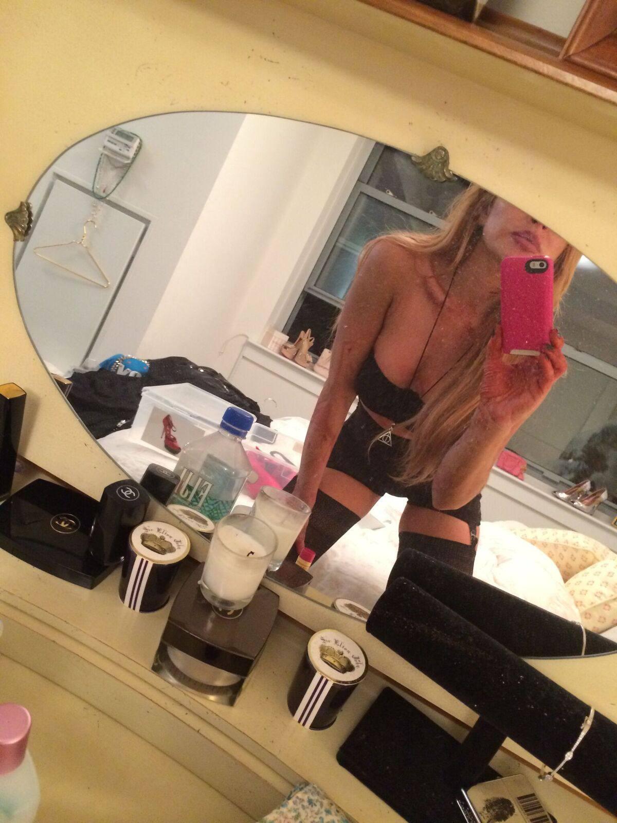 Lindsay Lohan Topless Big Breasts