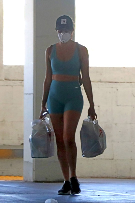 Sara Sampaio Sexy Body