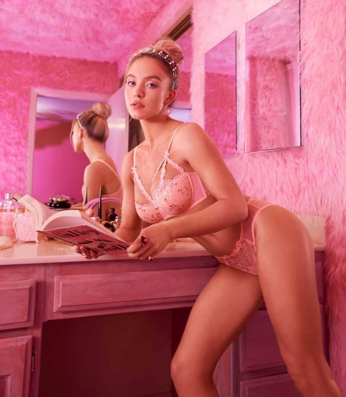 Sydney Sweeney Sexy In Lingerie