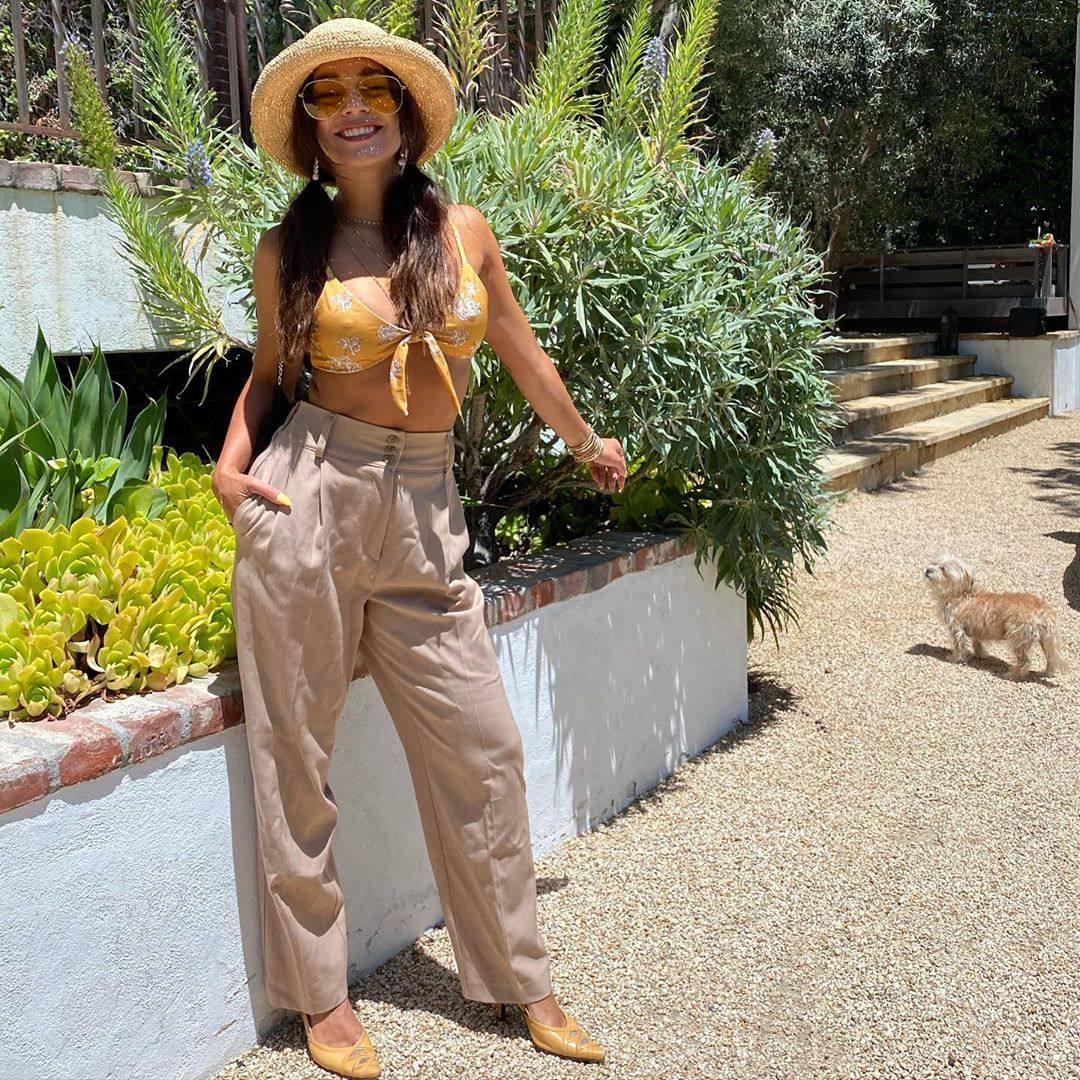 Vanessa Hudgens Beautiful Pokies In Bikini
