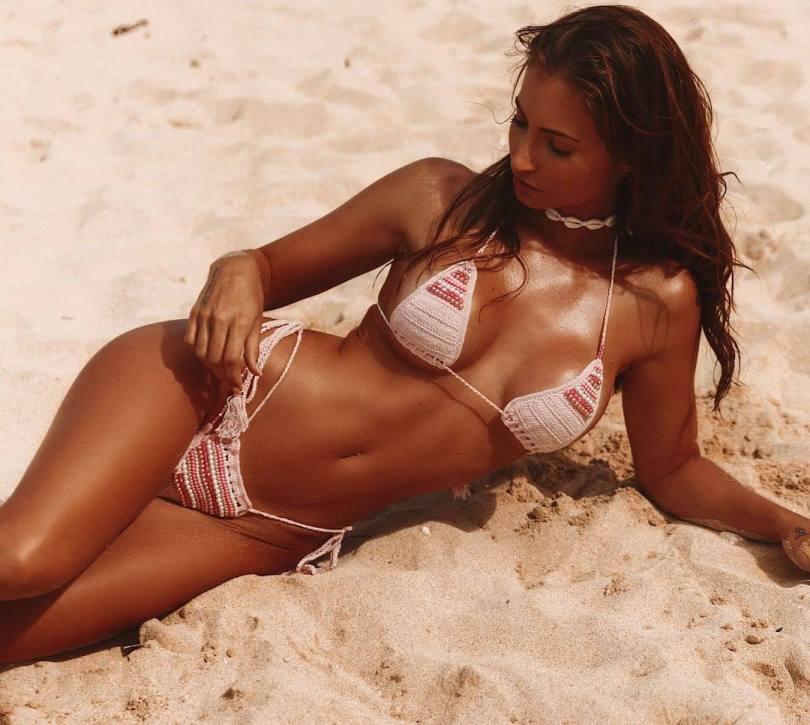 Anna Louse Sexy Boobs In Small Bikini