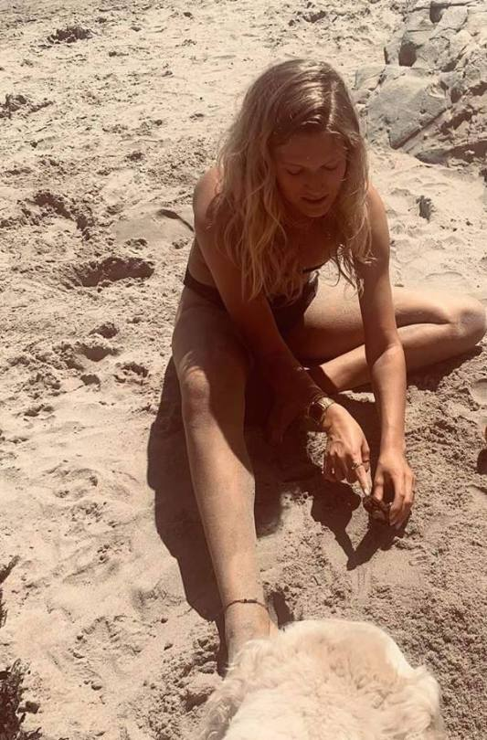 Antonia Toni Garrn On A Beach