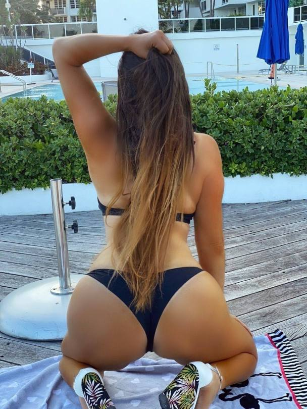 Claudia Romani In Skimpy Bikini