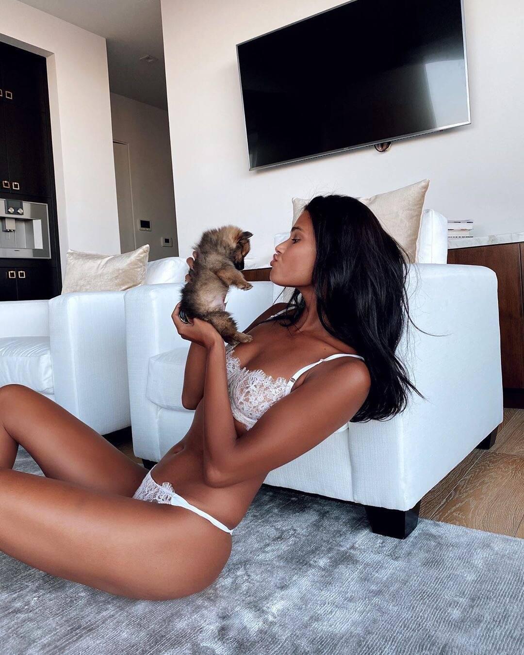 Daniela Braga Hot Pics