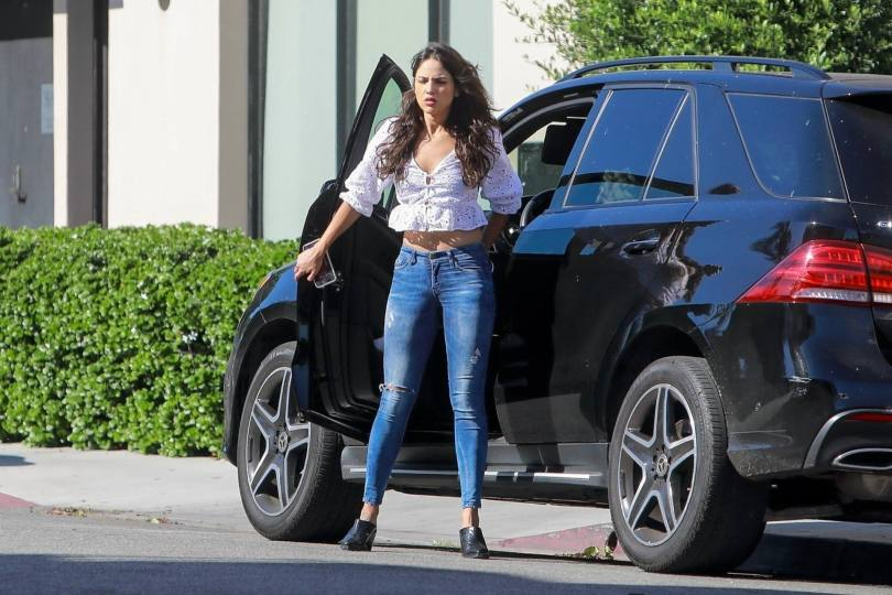 Eiza Gonzalez Beautiful In Jeans ()