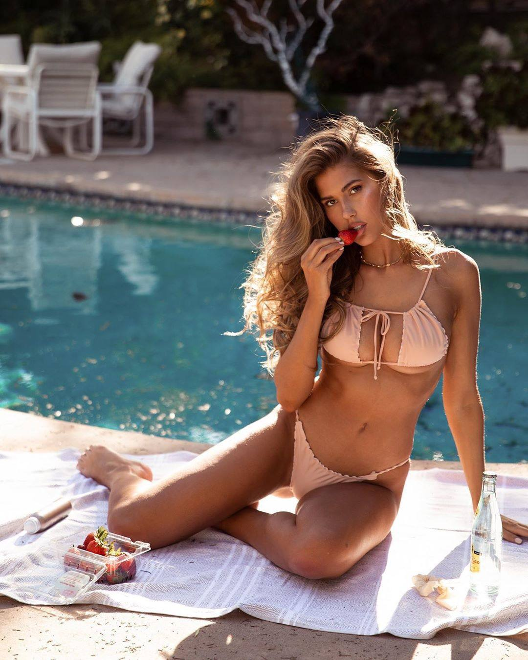 Kara Del Toro Sexy Boobs In Bikini
