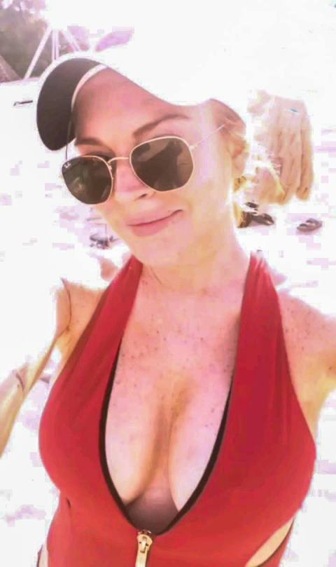 Lindsay Lohan Sexy Boobs