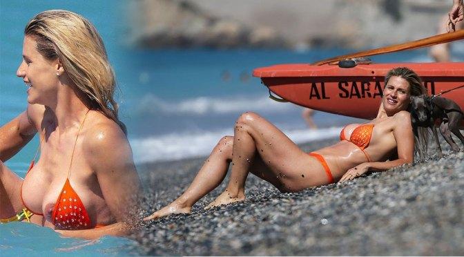Michelle Hunziker – Sexy Nipslip in Bikini on the Beach in Varigotti (NSFW)