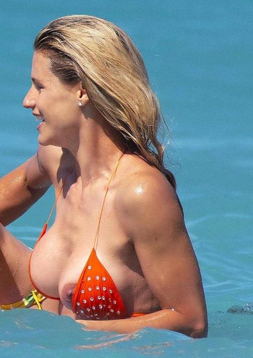 Michelle Hunziker Sexy Nipslip
