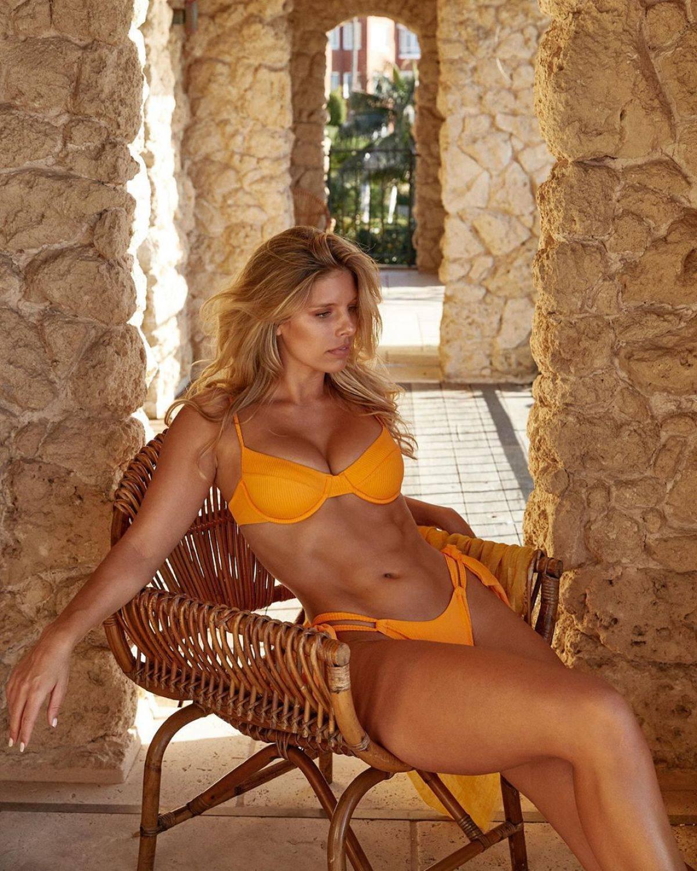 Natasha Oakley Big Boobs In Bikini