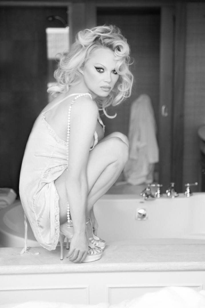 Pamela Anderson Hot Body