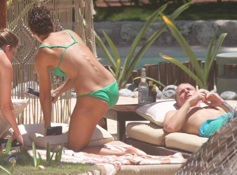 Rachel Cook Sexy In Bikini