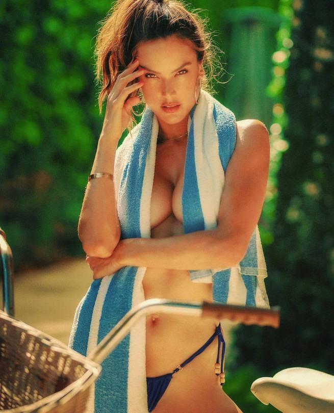 Alessandra Ambrosio Sexy Braless Breasts