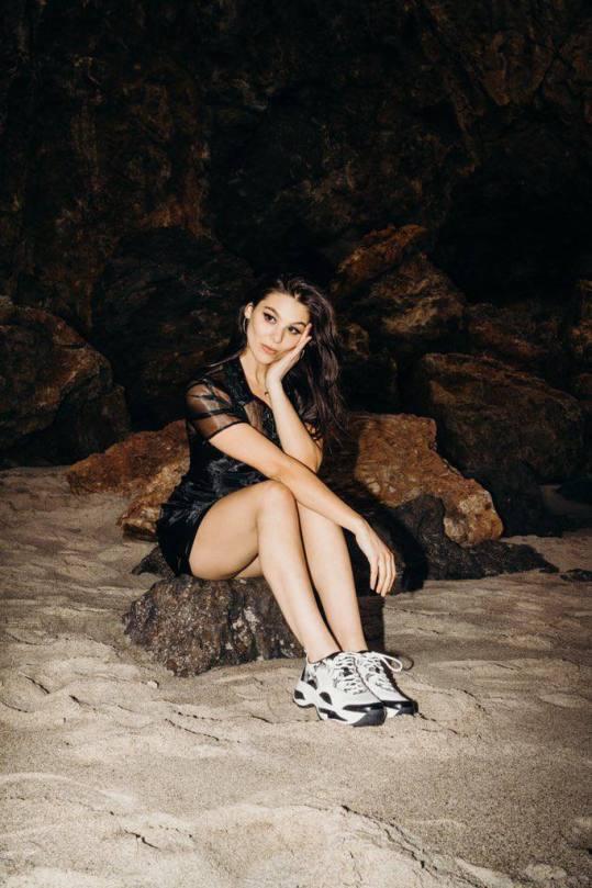 Kira Kosarin Beautiful Legs