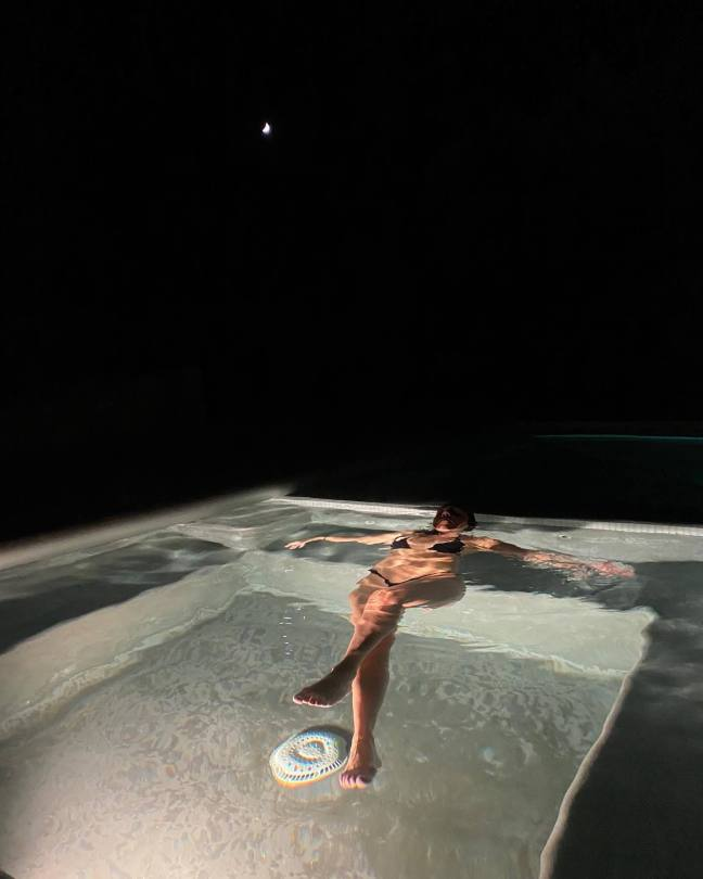 Kourtney Kardashian In Bikini In Pool