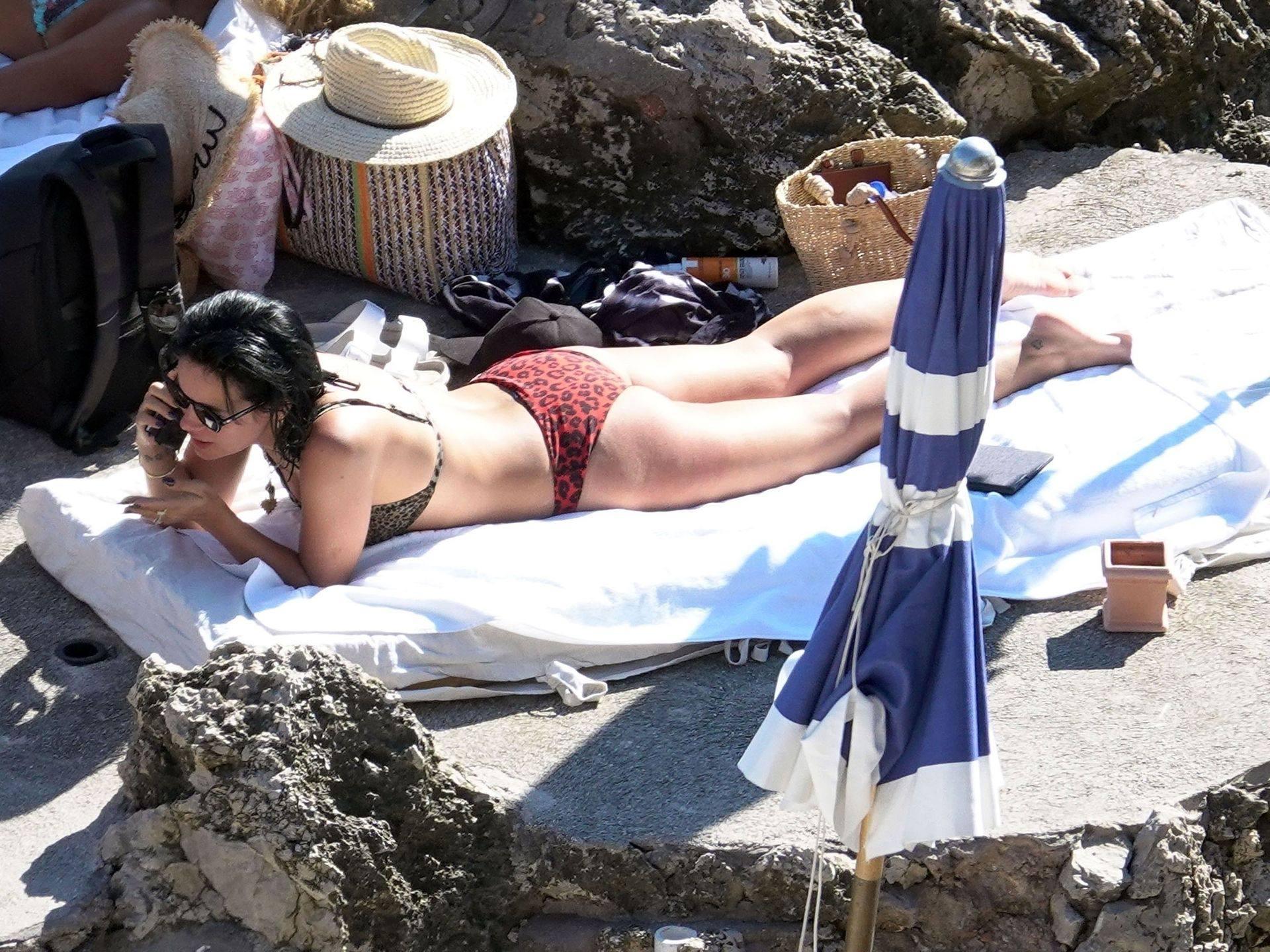 Lily Allen Nipslip In Bikini