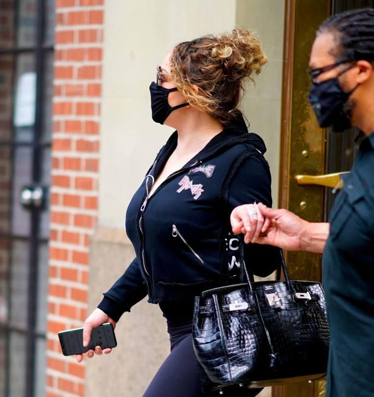 Mariah Carey Busty