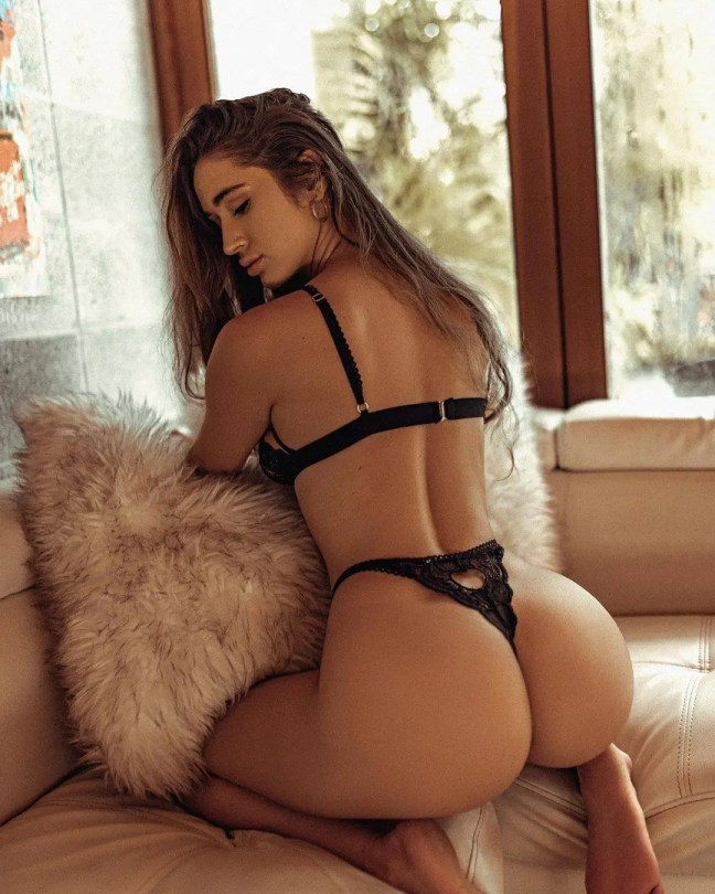 Natalie Roush Sexy Ass In Thong