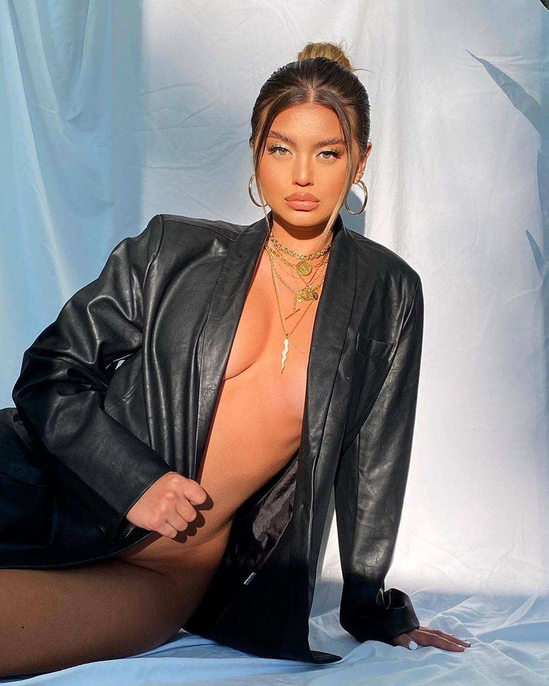 Sofia Jamora Sexy Braless Pics