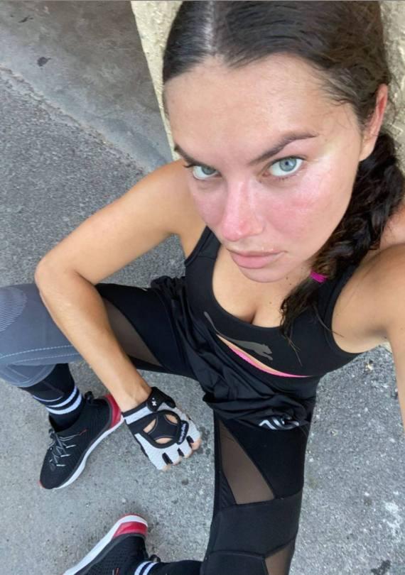 Adriana Lima Selfie In Gym