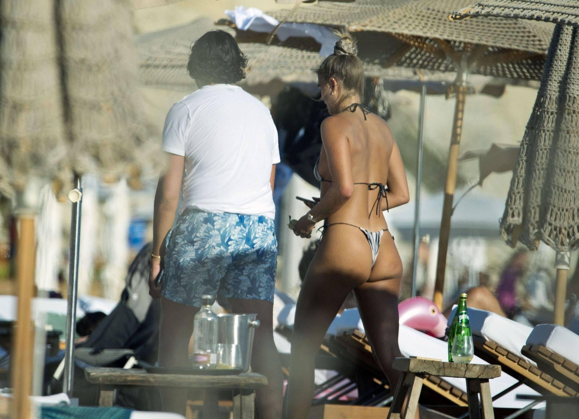 Arabella Chi Sexy Ass In Bikini