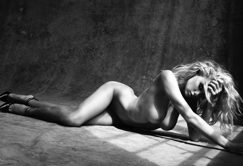 Charlotte Mckinney Topless