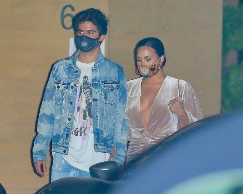 Demi Lovato Sexy Braless Cleavage