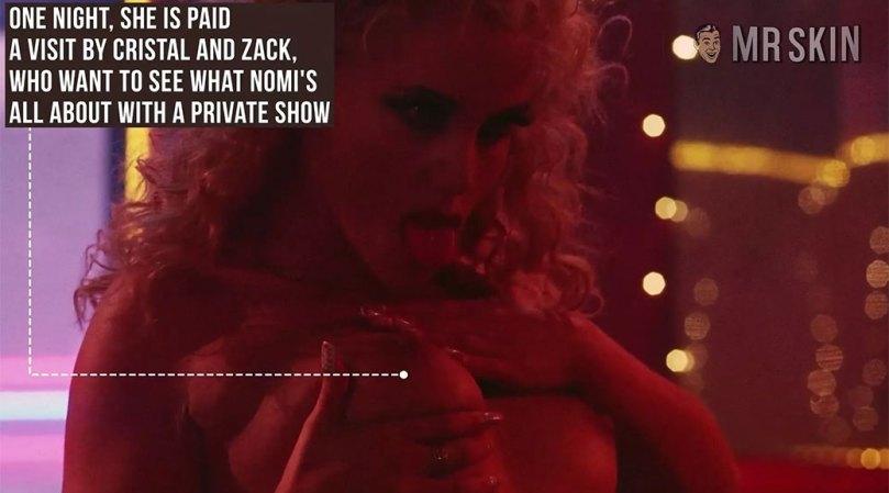 Elizabeth Berkley Topless In Showgirls