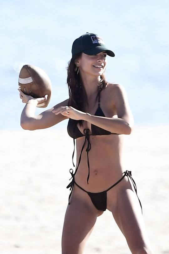 Emily Ratajkowski Beautiful Big Breasts