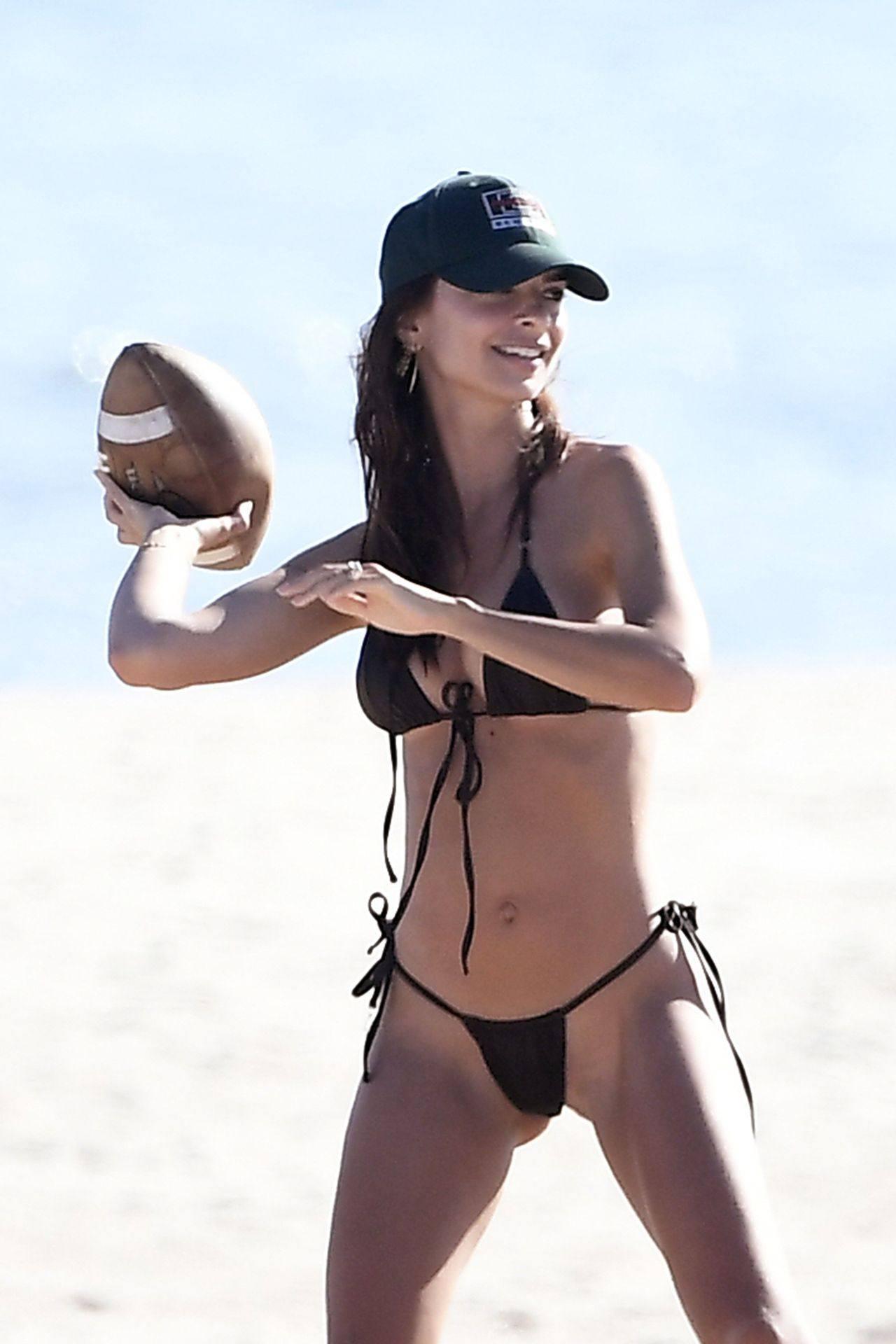 Emily Ratajkowski Beautiful Big Breasts