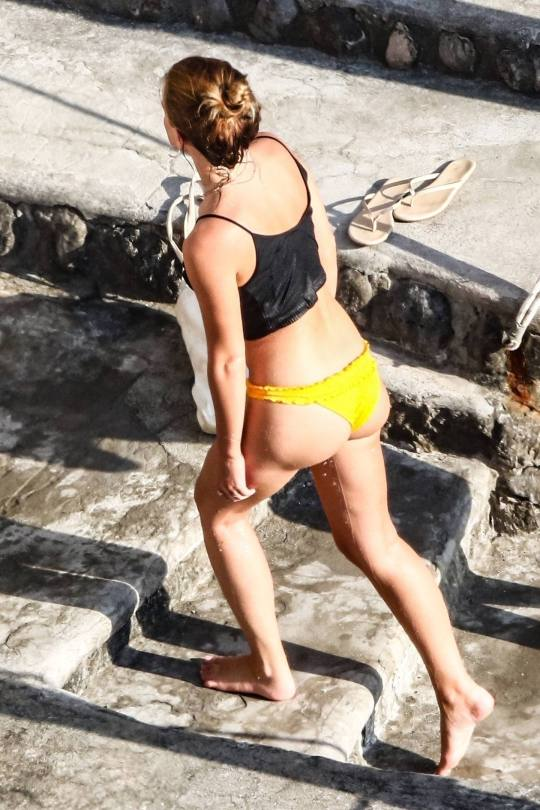 Emma Watson Beautiful Ass In Bikini