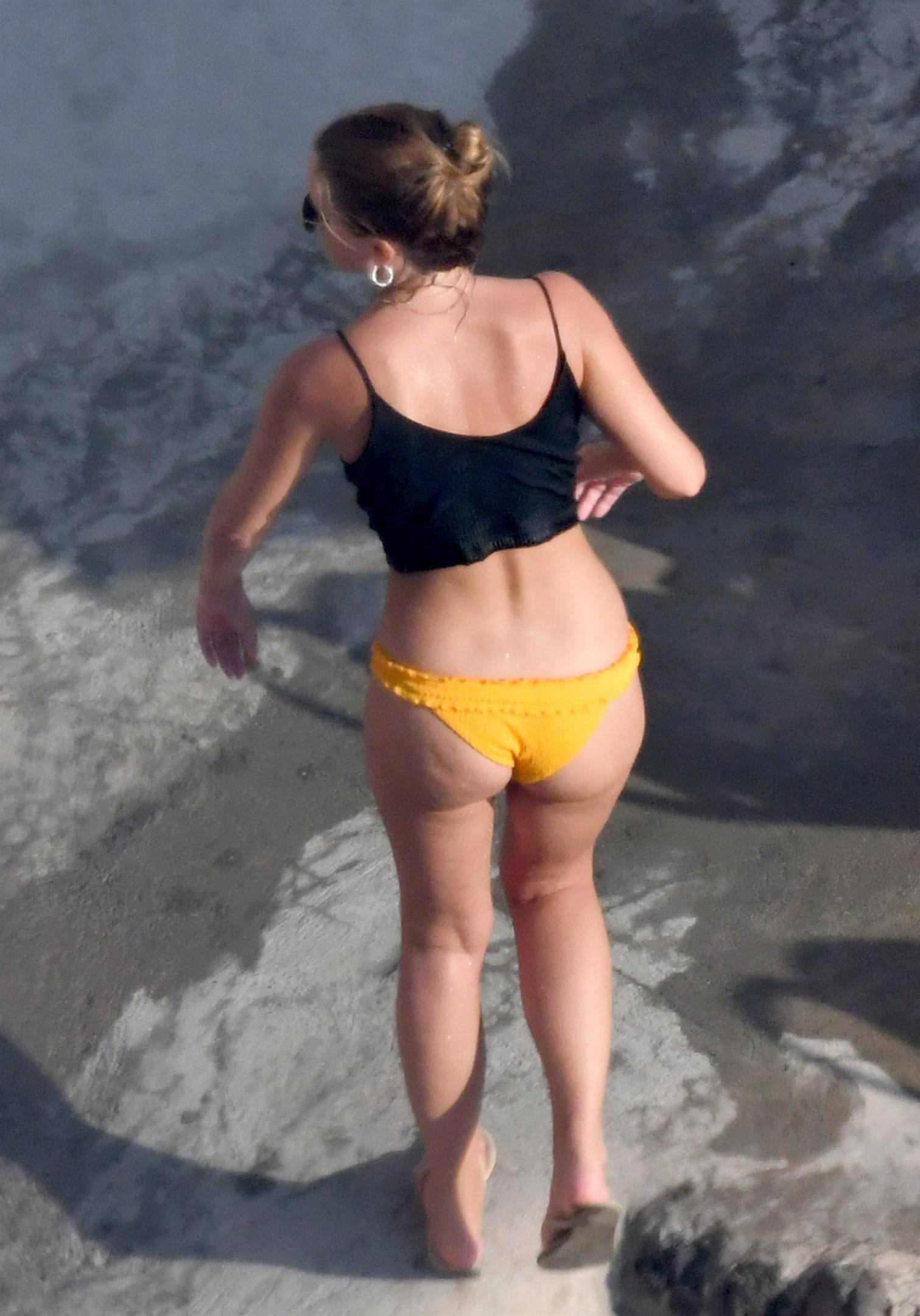 Emma Watson Beautiful Ass In Bikini