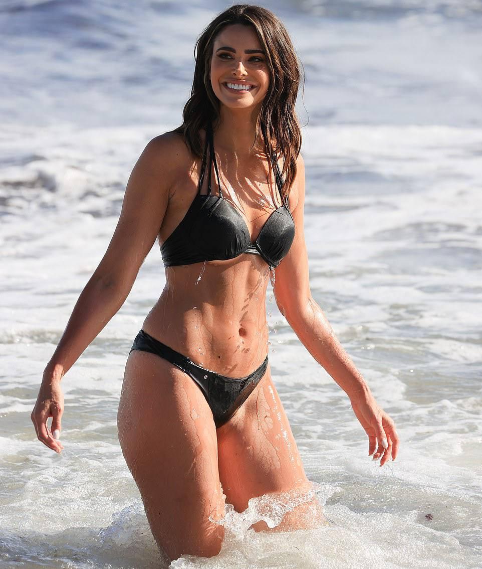 Jennifer Lahmers Sexy Body In Bikini
