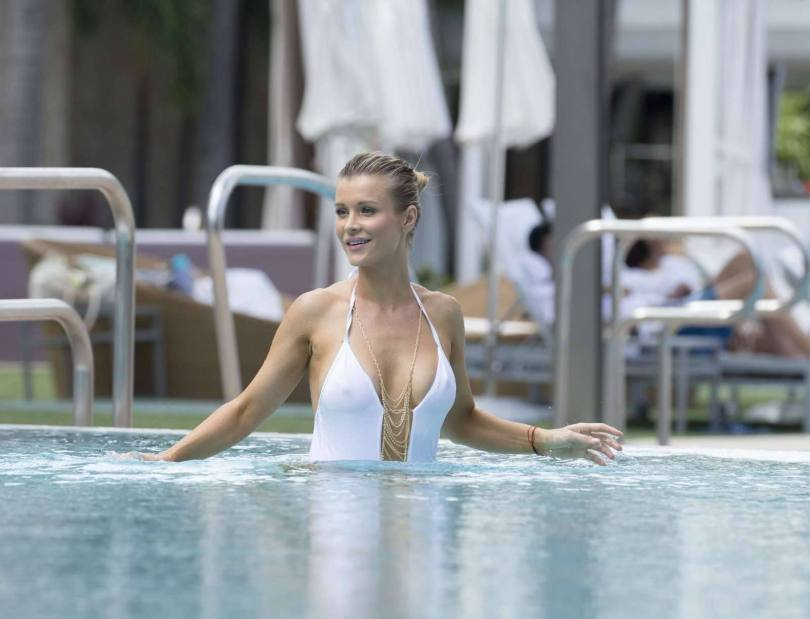 Joanna Krupa Sexy In White Swimsuit