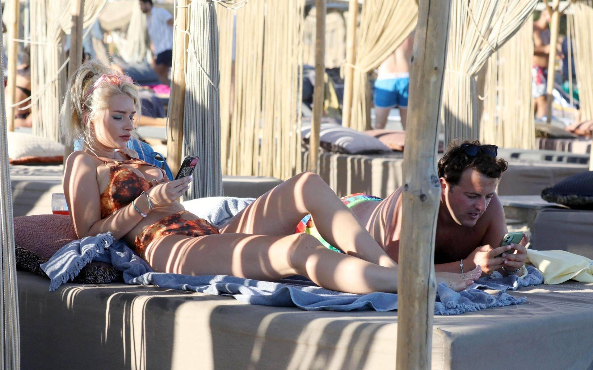 Lottie Moss Beautiful In Bikini