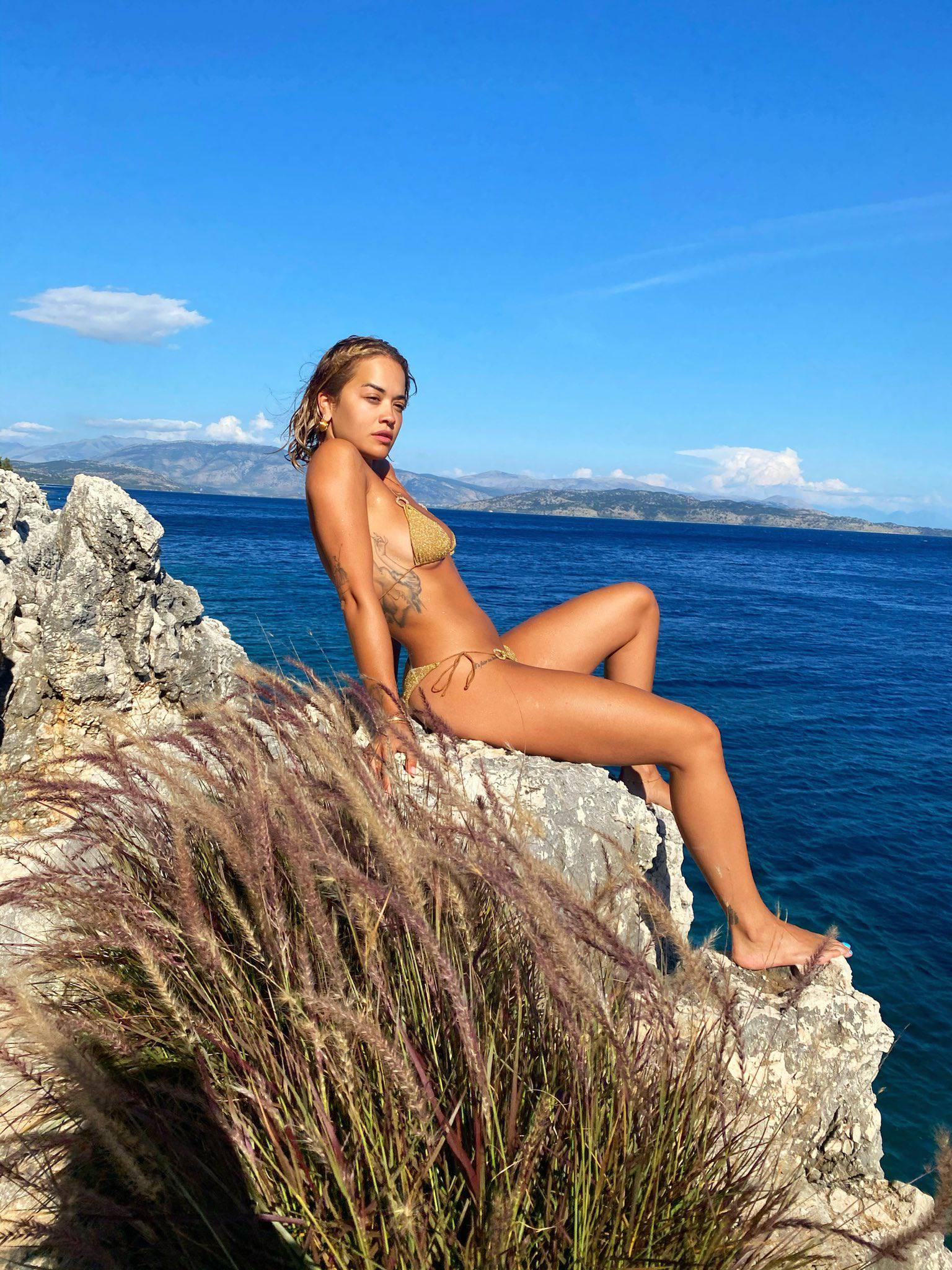 Rita Ora Sexy In Bikini