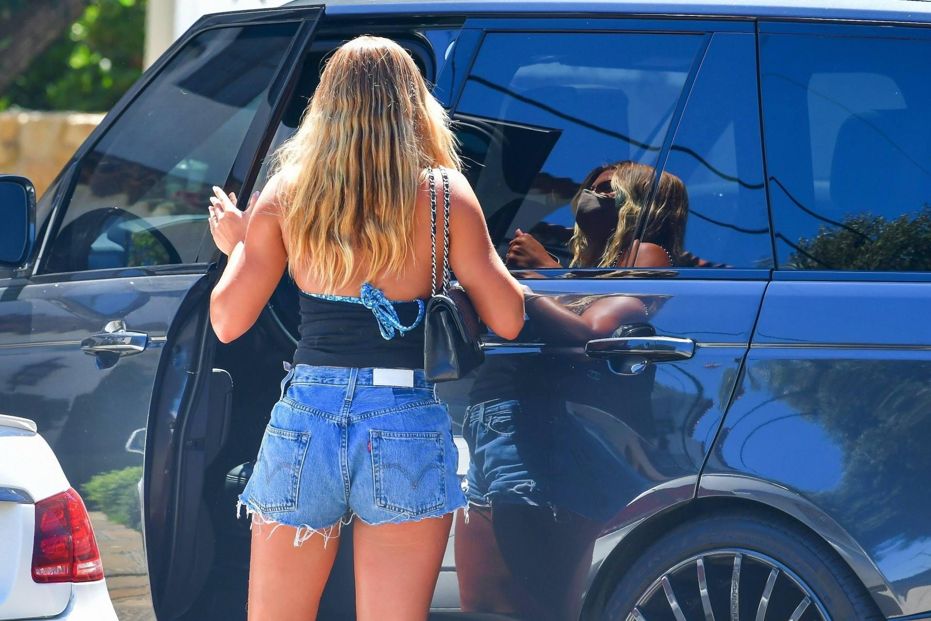 Sofia Richie Leggy In Shorts