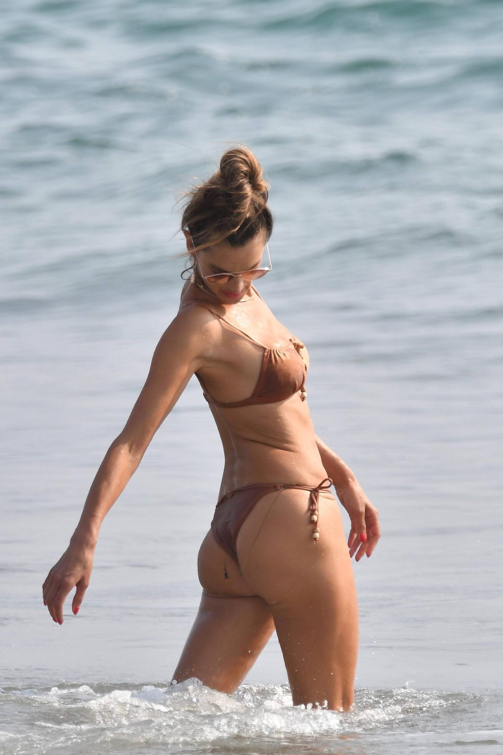 Alessandra Ambrosio Hot Body In Bikini
