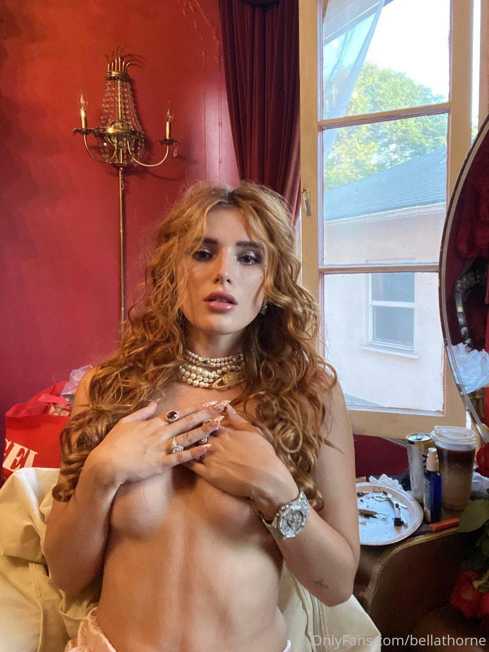Bella Thorne Topless Hand Bra
