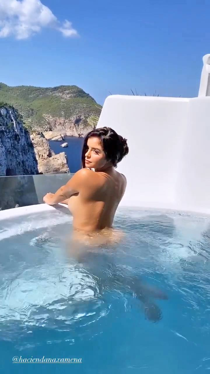 Demi Rose Mawby - BIg Sexy Ass and Boobs in Naked Video