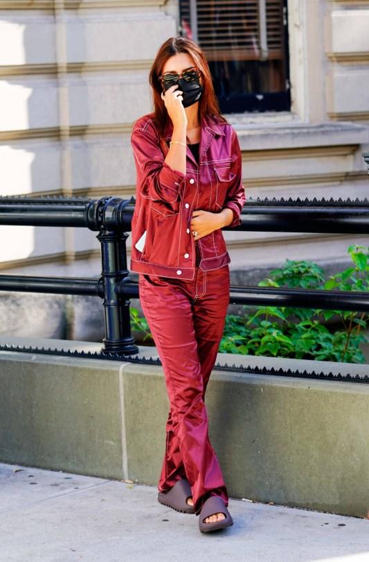 Emily Ratajkowski - Sexy Braless Pokies Out in New York