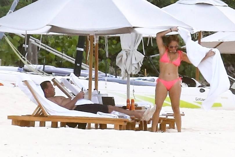 Jennifer Lopez Sexy In Bikini