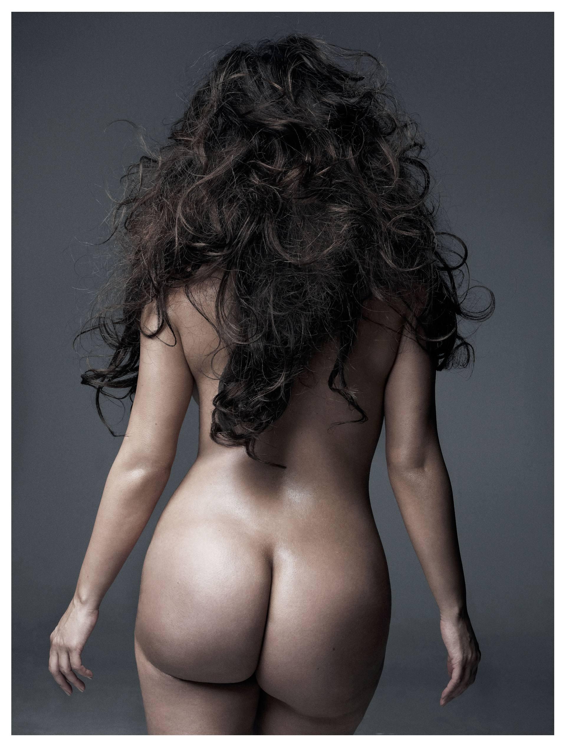 Kim Kardashian potpuno gola - fotografija 02