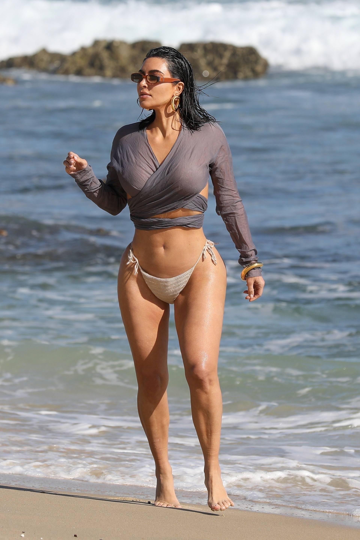 Kim Kardashian u seksi bikiniju - fotografija 01